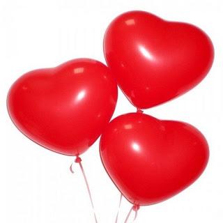 Латексный красный шарик в виде сердца