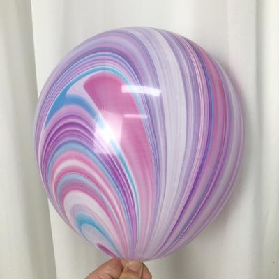 Латексный шарик побольше мраморный Fusion.