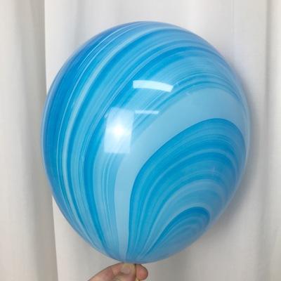 Латексный шарик побольше мраморный Голубой.