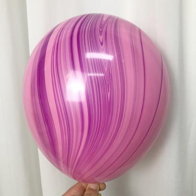Латексный шарик побольше мраморный фиолетово-розовый.