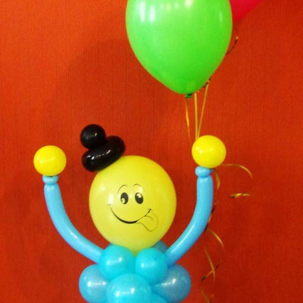 Фигура из воздушных шариков человечек с шариками. Высота до 1.7 м.