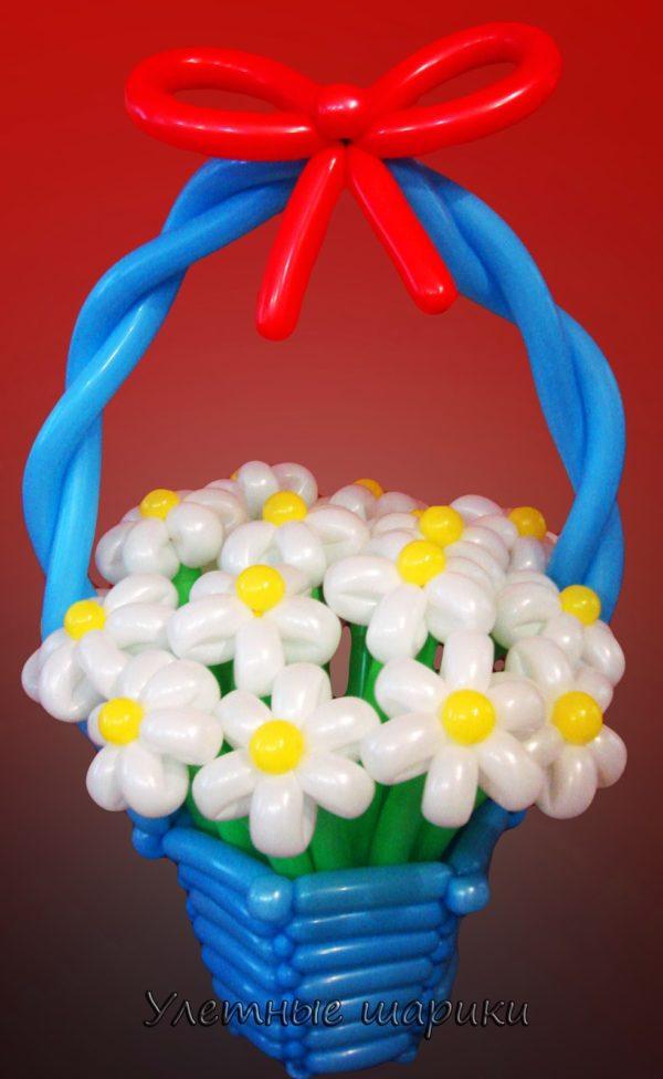 Фигура из воздушных шариков корзина с ромашками. Высота до 1 м.