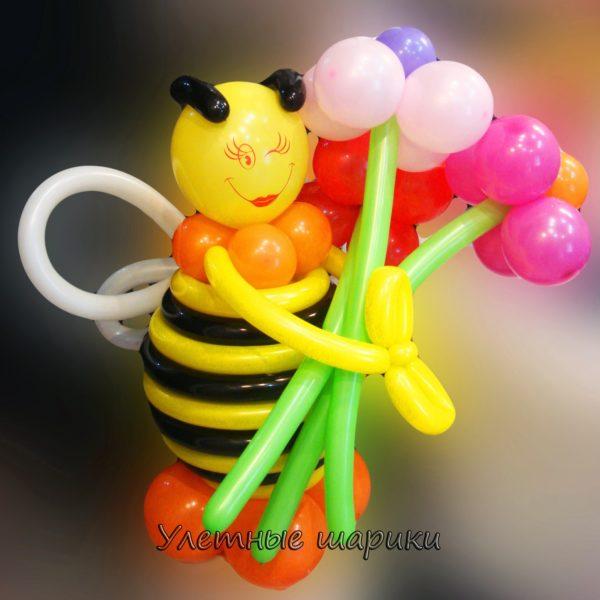Фигура из воздушных шариков пчелка. Высота до 1 м.