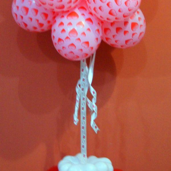 Фигура из воздушных шариков Облачко в сердечках. Высота до 1.7 м.