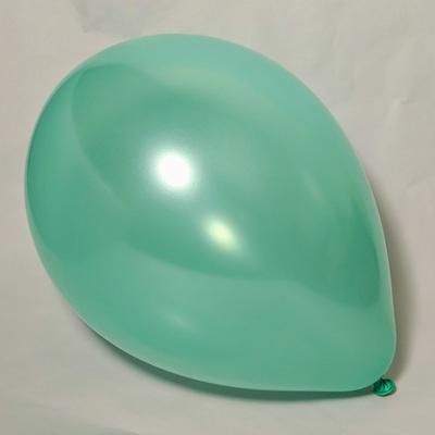 Латексный шарик побольше металик мятный.