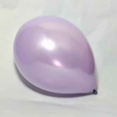 Латексный шарик побольше металик лавандовый.