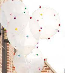 Латексный шарик с пампончиками