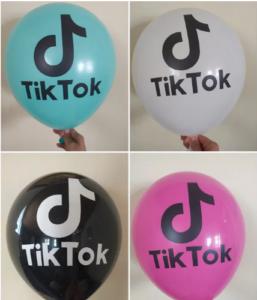 """Воздушный шар с рисунком """"Tik-tok""""."""