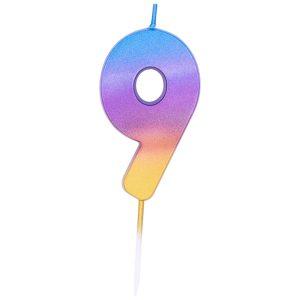 Свеча с градиентом от голубого к золотистому цвету в форме цифры девять. Высота - 6,7 см. Изделие на тонкой пике не нарушает целостность глазури торта. Производитель - Qualatex (США). Красиво дополнит главное угощение праздника.