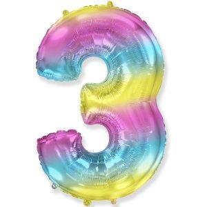 Большой фольгированный шар в форме цифры три с радужным градиентом.