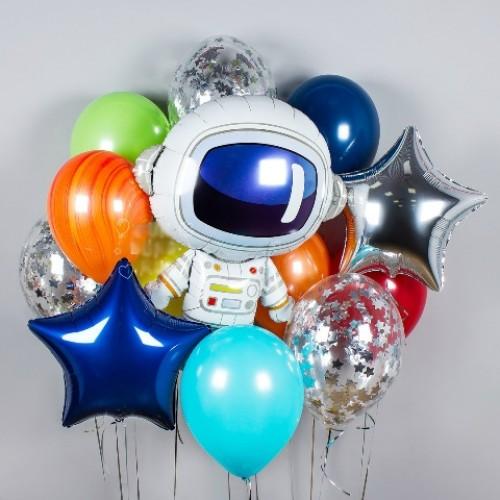 Букет из воздушных шаров с космонавтом